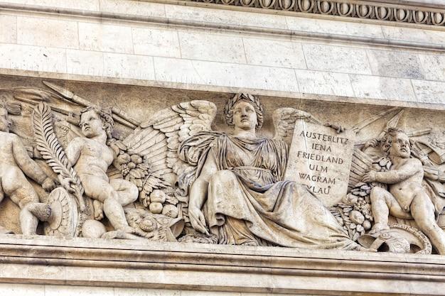 Listwy na łuku triumfalnym. paryż. francja.