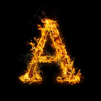 Litera a. płomienie ognia na czarnym tle, realistyczny efekt ognia z iskrami.