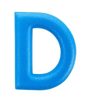 Litera alfabetu d wykonane z na białym tle na białej powierzchni