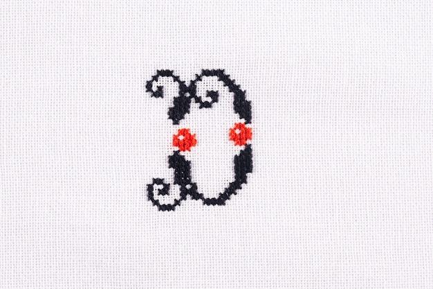 Litera d haftowanego ściegu krzyżowego alfabetu łacińskiego tkaniny lnianej ręcznie