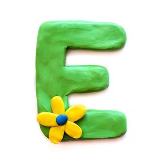 Litera e alfabetu angielskiego z plasteliny