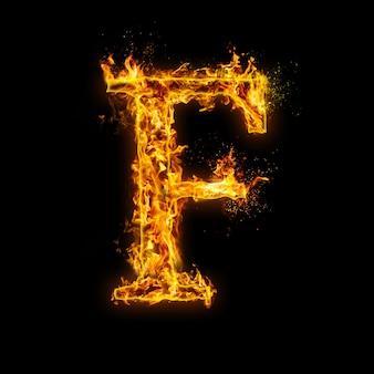Litera f. płomienie ognia na czarnym, realistyczny efekt ognia z iskrami. część zestawu alfabetu