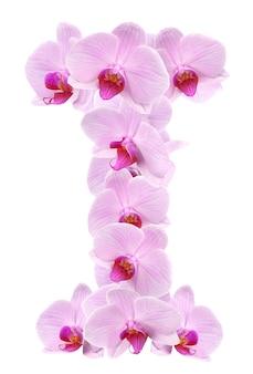 Litera i z kwiatów orchidei. na białym tle