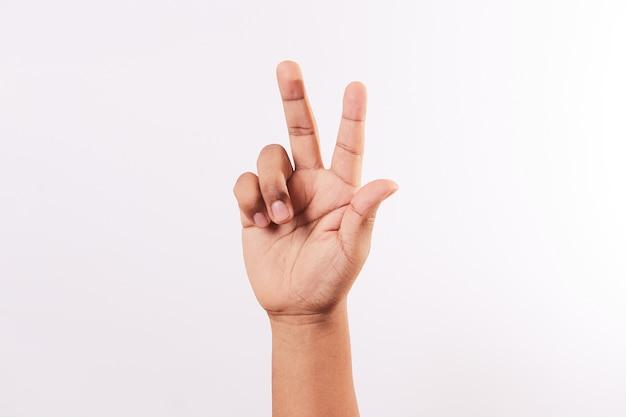 Litera k alfabetu języka migowego na białym tle
