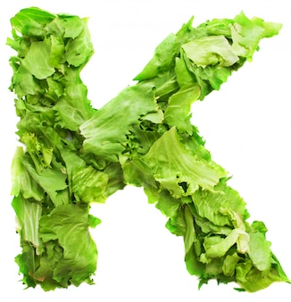 Litera k z świeże i smaczne sałaty
