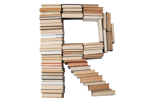 Litera r wykonana z książek na białym tle