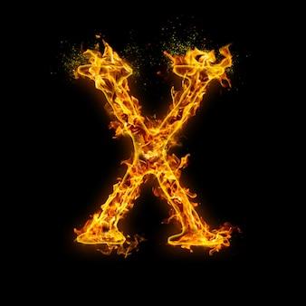 Litera x. płomienie ognia na czarnym tle, realistyczny efekt ognia z iskrami.