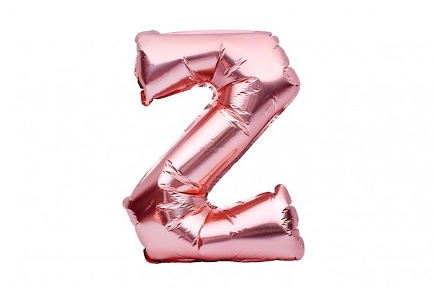 Litera z wykonane z różowego złotego nadmuchiwanego helu balonu na białym tle. balonowa czcionka w kolorze złotej różowej części pełnego zestawu alfabetu wielkich liter.