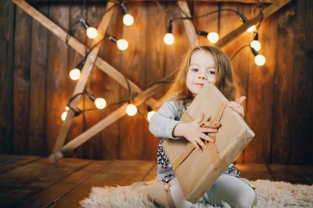 Litle przedstawiające otwarcie dziewczyny