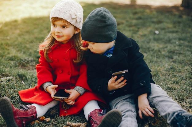 Litlle dzieci w parku