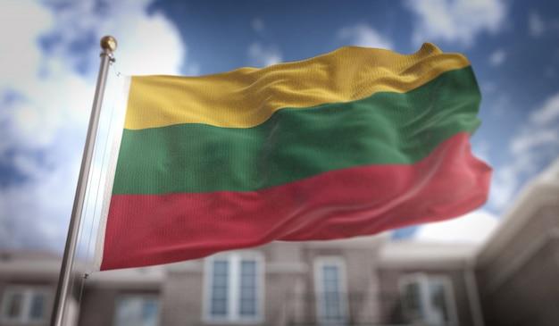 Litwa flag 3d renderowania na tle błękitne niebo budynku