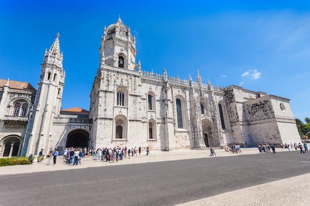 Lizbona, portugalia - 25 czerwca: klasztor hieronimitów lub klasztor hieronimitów na 25 czerwca 2014 r. w lizbonie, portugalia
