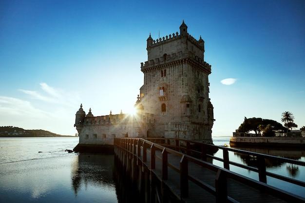 Lizbona, wieża belem nad rzeką tag, portugalia