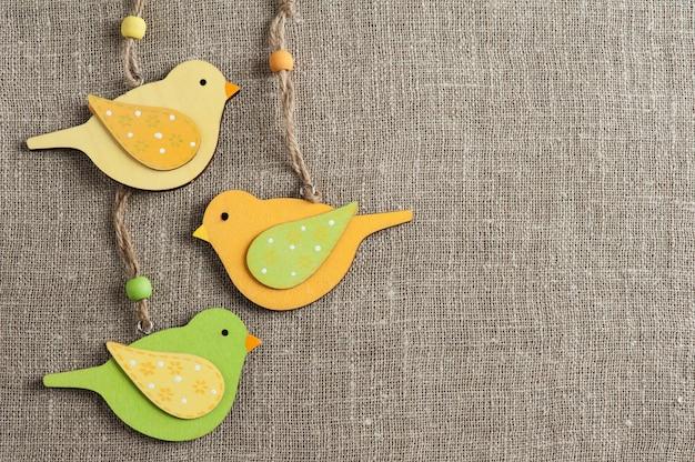 Lniana tekstura z ptakami