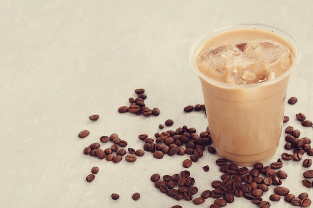 Lód latte z ziaren kawy