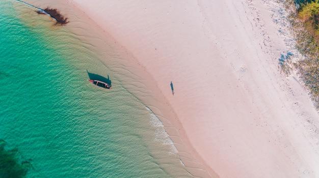 Łódka rybacka na wyspie mafia