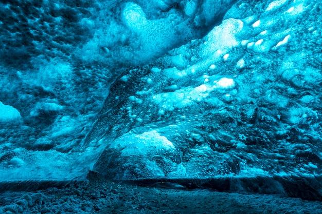 Lodowa jaskinia islandia