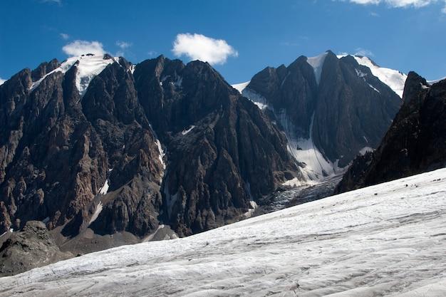 Lodowiec grand aktru w górach ałtaju