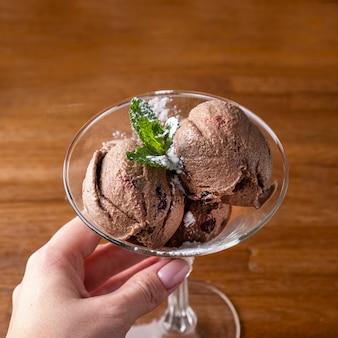 Lody czekoladowe w szklance