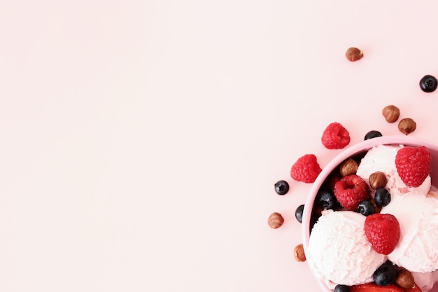 Lody ze świeżymi jagodami
