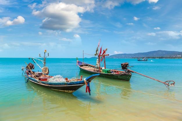 Łodzie rybackie na wyspie koh samui, tajlandia