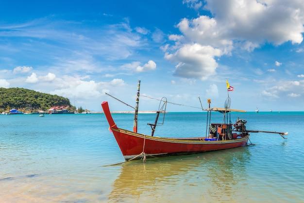 Łodzie rybackie na wyspie koh samui w tajlandii