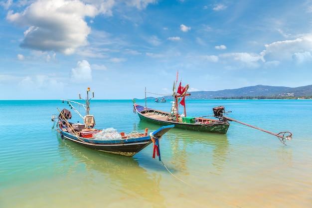 Łodzie rybackie na wyspie koh samui