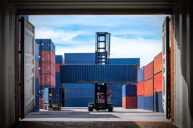 Logistyczny import eksport