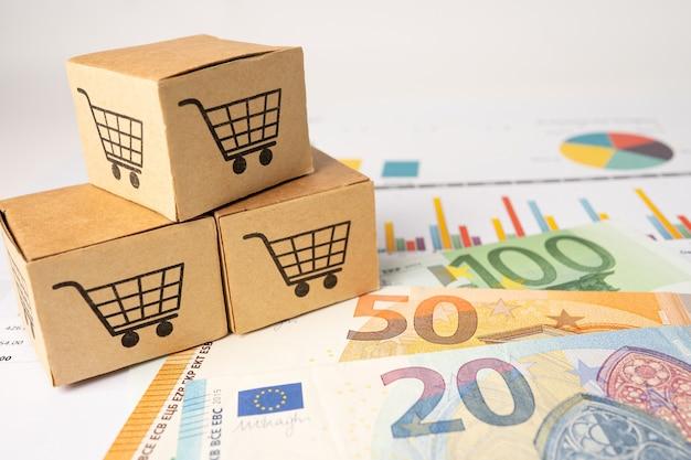 Logo koszyka na zakupy na pudełku z tłem banknotów euro