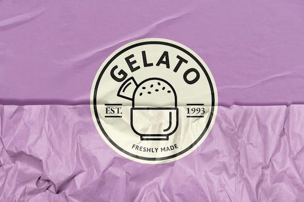 Logo lodziarni gelato ze zremiksowanymi mediami o fakturze pomarszczonego papieru