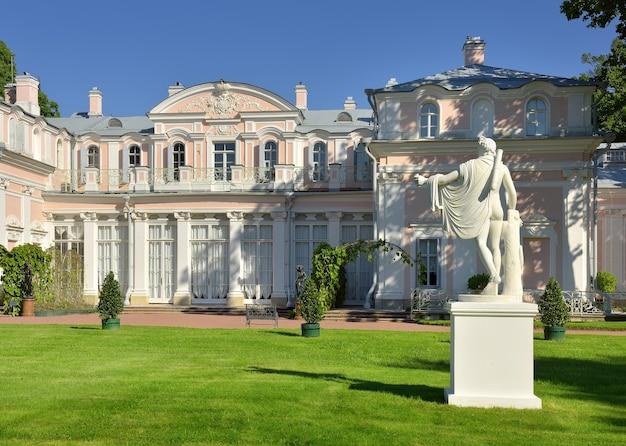 Łomonosow sankt petersburg rosja090520 chiński pałac statua apolla