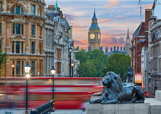 Londyn trafalgar square lew i big ben