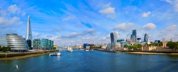 Londyńska linia horyzontu zmierzchu urząd miasta na thames
