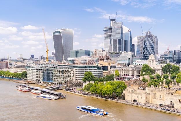 Londyński śródmieście z tamizą