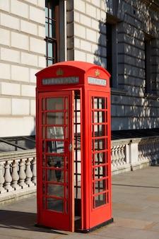 Londyński stary czerwony telefoniczny pudełko