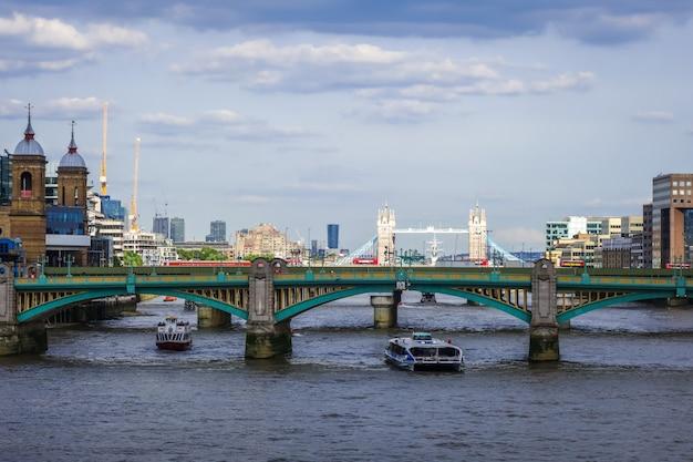 Londyński widok od thames rzeki, uk