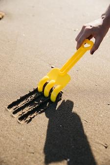 Łopata rysowanie linii w piasku