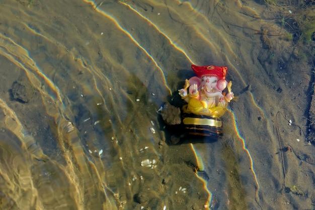 Lord ganesha w wodzie