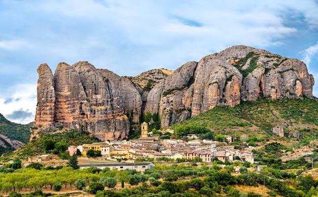 Los mallos de aguero formacje skalne w huesca hiszpania