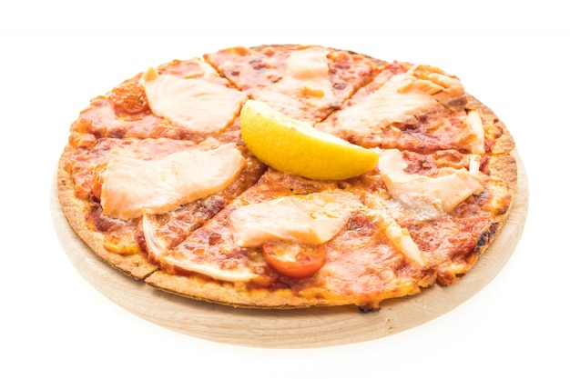 Łosoś wędzony w pizzy