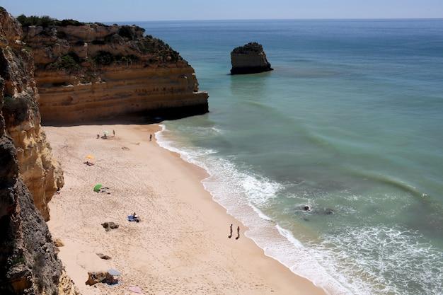 Lotnicze piękne zdjęcia algarve, portugalia