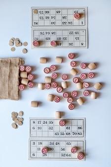 Lotto family board game. graj w domu w mroźny zimowy dzień lub w nowym środowisku pandemicznym.