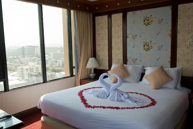 Łóżko ślubne, ślub w tajlandii, romantyczne łóżko
