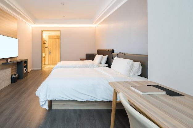 Łóżko w ekspresowej sypialni hotelowej