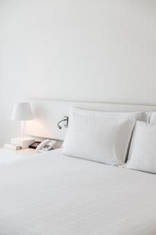 Łóżko wykonane z nocnej