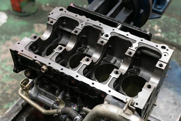 Łożysko wału korbowego pomieszczenie silnika, podstawa silnika wału głównego w serwisie.