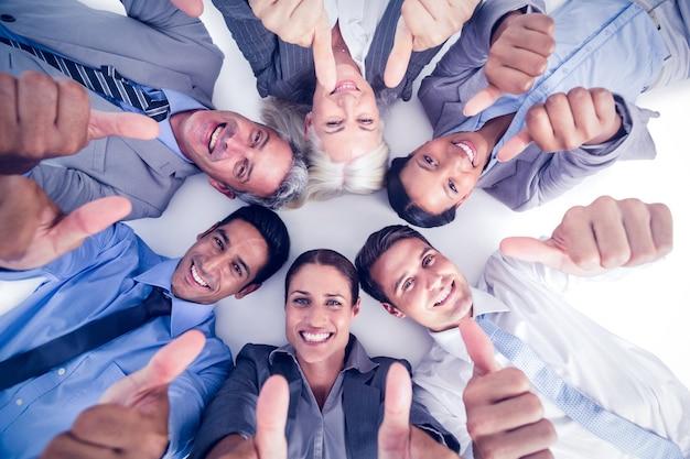 Ludzie biznesu gestykuluje aprobaty