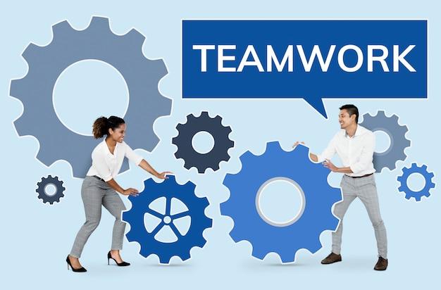 Ludzie biznesu koncentrują się na pracy zespołowej