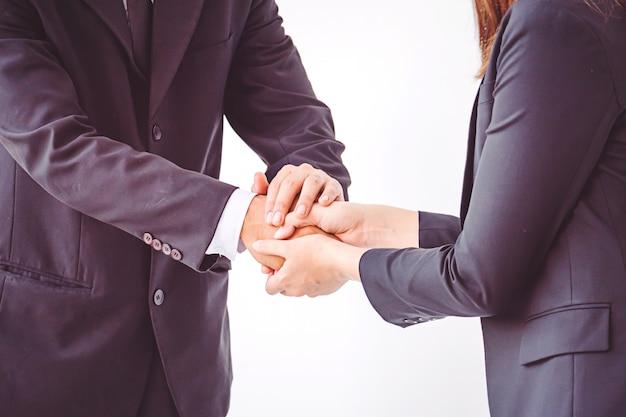 Ludzie biznesu koordynują ręce pojęcie praca zespołowa