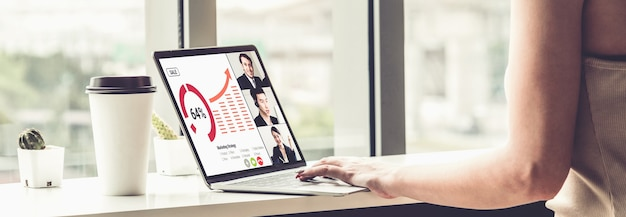 Ludzie biznesu o spotkaniu online
